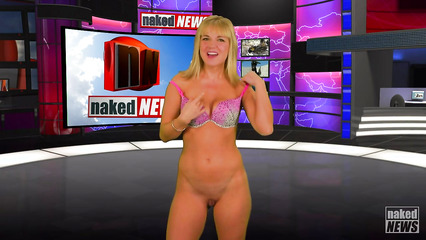 Девушки раздеваются в прямом эфире во время программы новостей