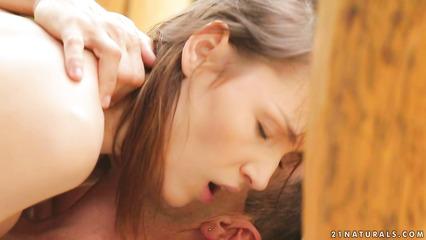 Девица соблазнила чужого мужа на чувственный секс