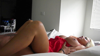 Возрастная жена пленительно сосет пенис своего мужа