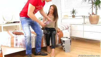 Быстрый трах зрелой дамы с любовником в одежде