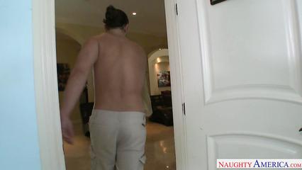 Домохозяйка попросила любовника приехать и отыметь ее