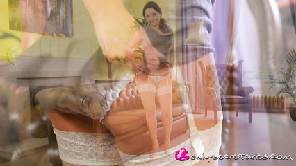 Деловая жена раздевается перед мужем и показывает свое белье