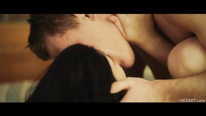 Очень красивый секс в исполнении двух молодых любовников