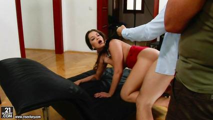 Мужики из совета директоров по очереди жарят сексуальную секретаршу