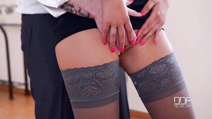 Урок танца превратился в пошлый секс с дрочкой хера ногами