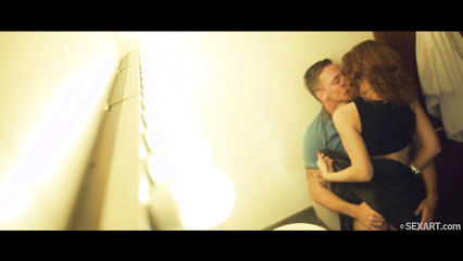 Пьяная пара занимается безумным сексом в туалете клуба