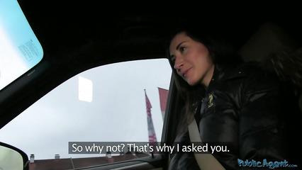 Пикапер посадил девушку в машину и раскрутил на горячий трах